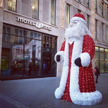 בובת סנטה קלאוס בכריסמס. ברלין