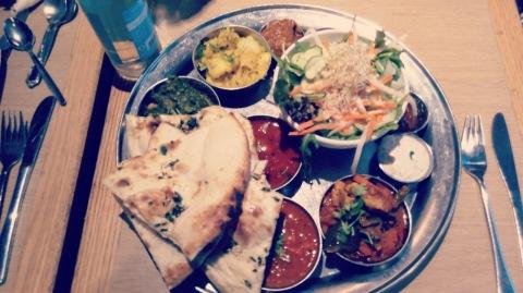 טאלי הודי במסעדה הודית. ברלין