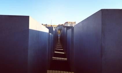 מבט על אנדרטת השואה. ברלין