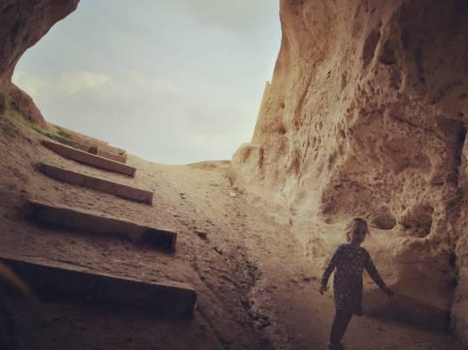 מדרגות בתוך מערה. חורבת מדרס