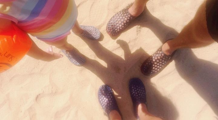 נעלי מים, חוף הים עקבה