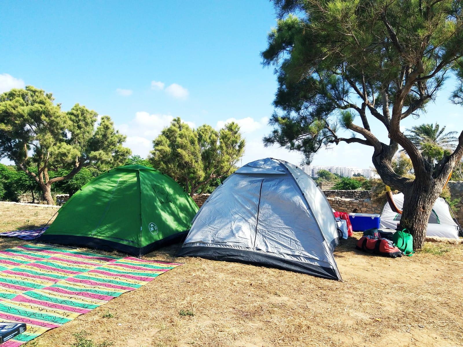 קמפינג באכזיב- אוהלים