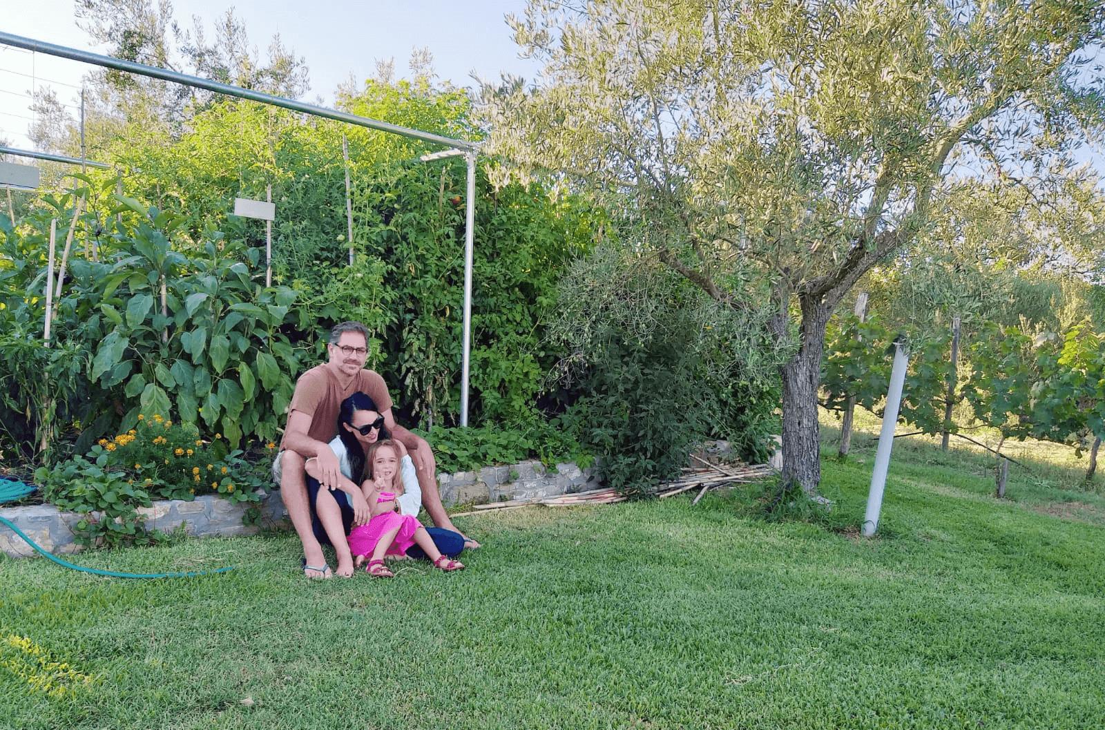 בגן הירק, מלון Ta Petrina, סיטוניה, יוון