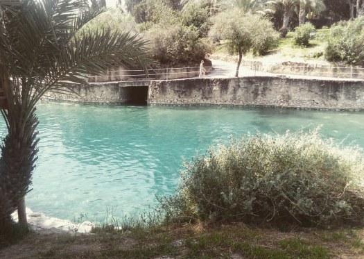 בריכת מים עמוקים בצבע טורקיז- הסחנה- גן לאומי גן השלושה