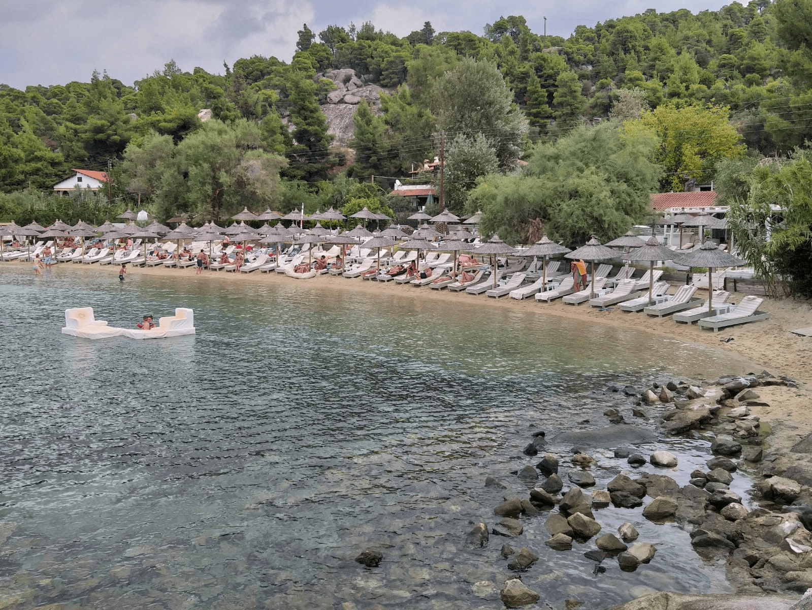 חוף Kalogria, חלקידיקי
