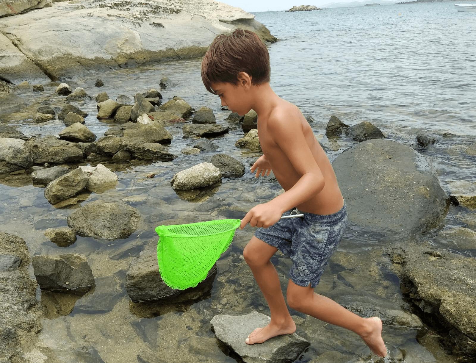 ילד בחוף Kalogria, חלקידיקי
