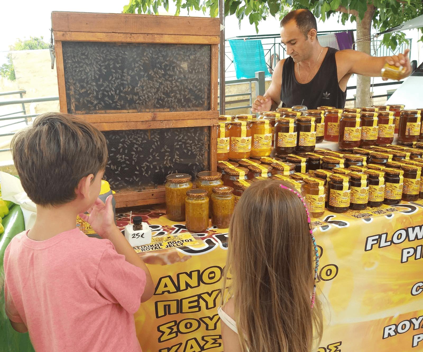 שוק האיכרים ב- Nikiti, חלקידיקי
