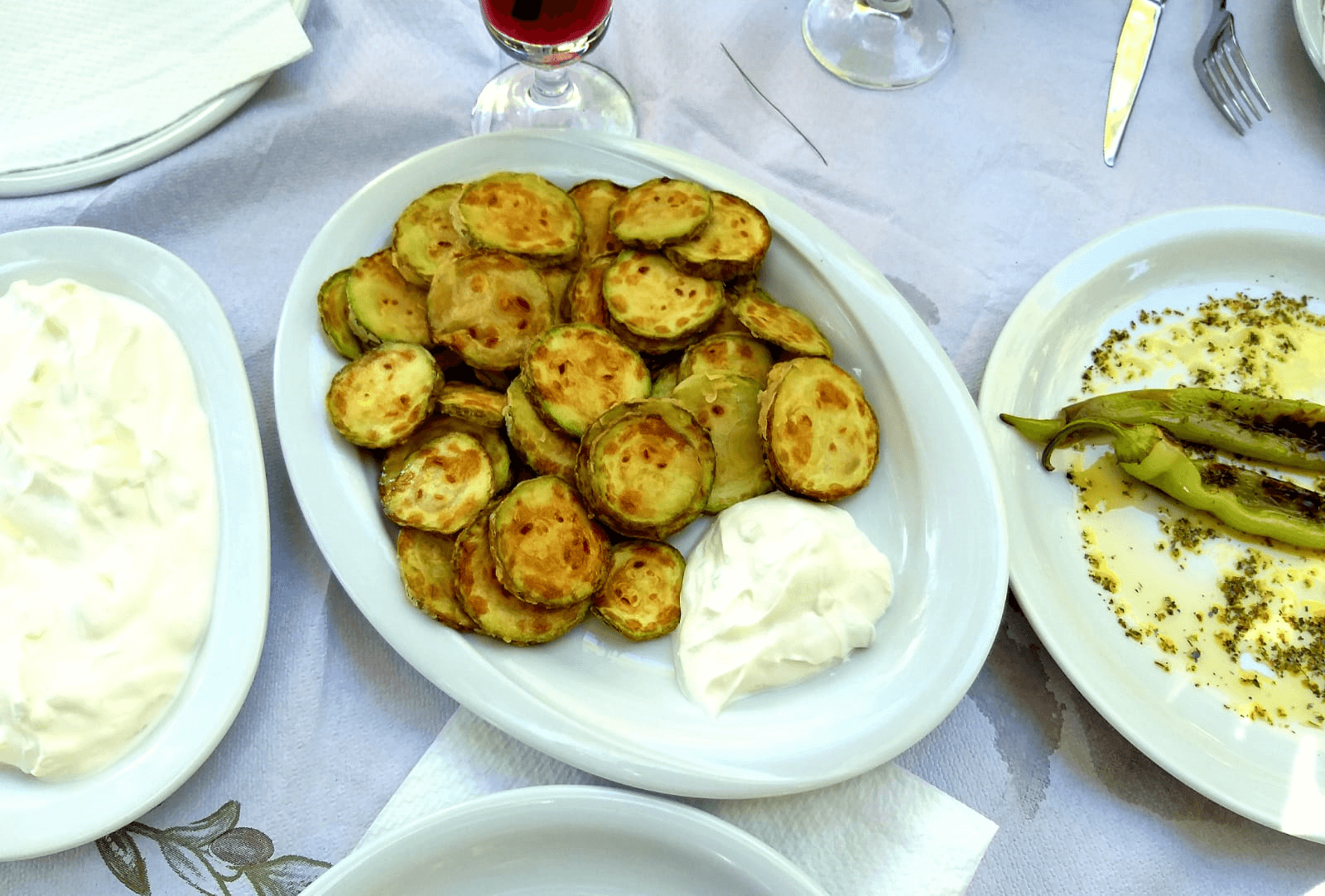 ארוחת צהריים בטברנה סוניה, חלקידיקי