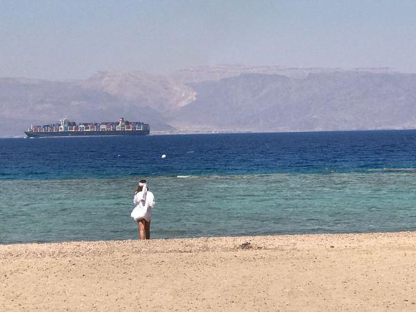 הנוף מהחוף שליש מלון מובנפיק טאלה ביי