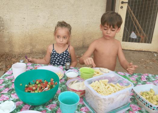 ילדים אוכלים בגן הלאומי חורשת טל