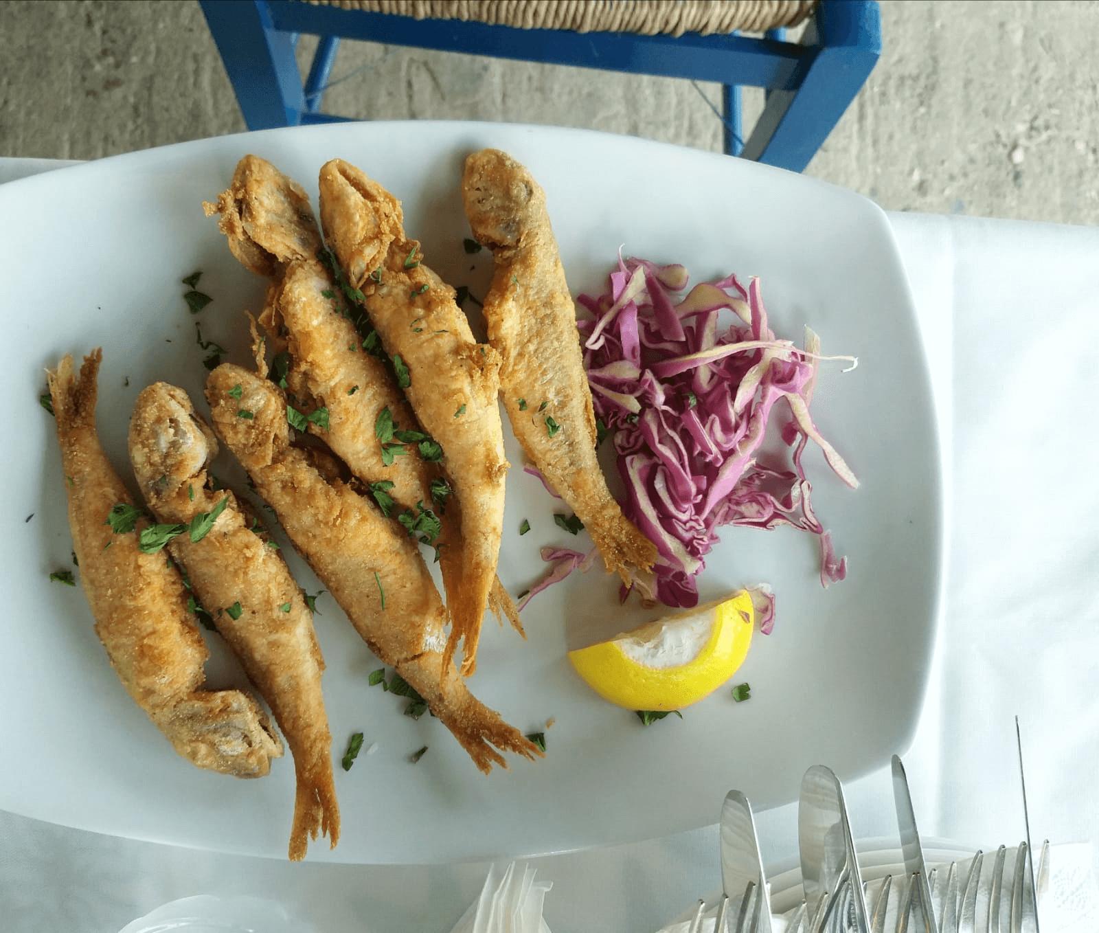 ברבוניות מטוגנות, מסעדה בסיטוניה, יוון